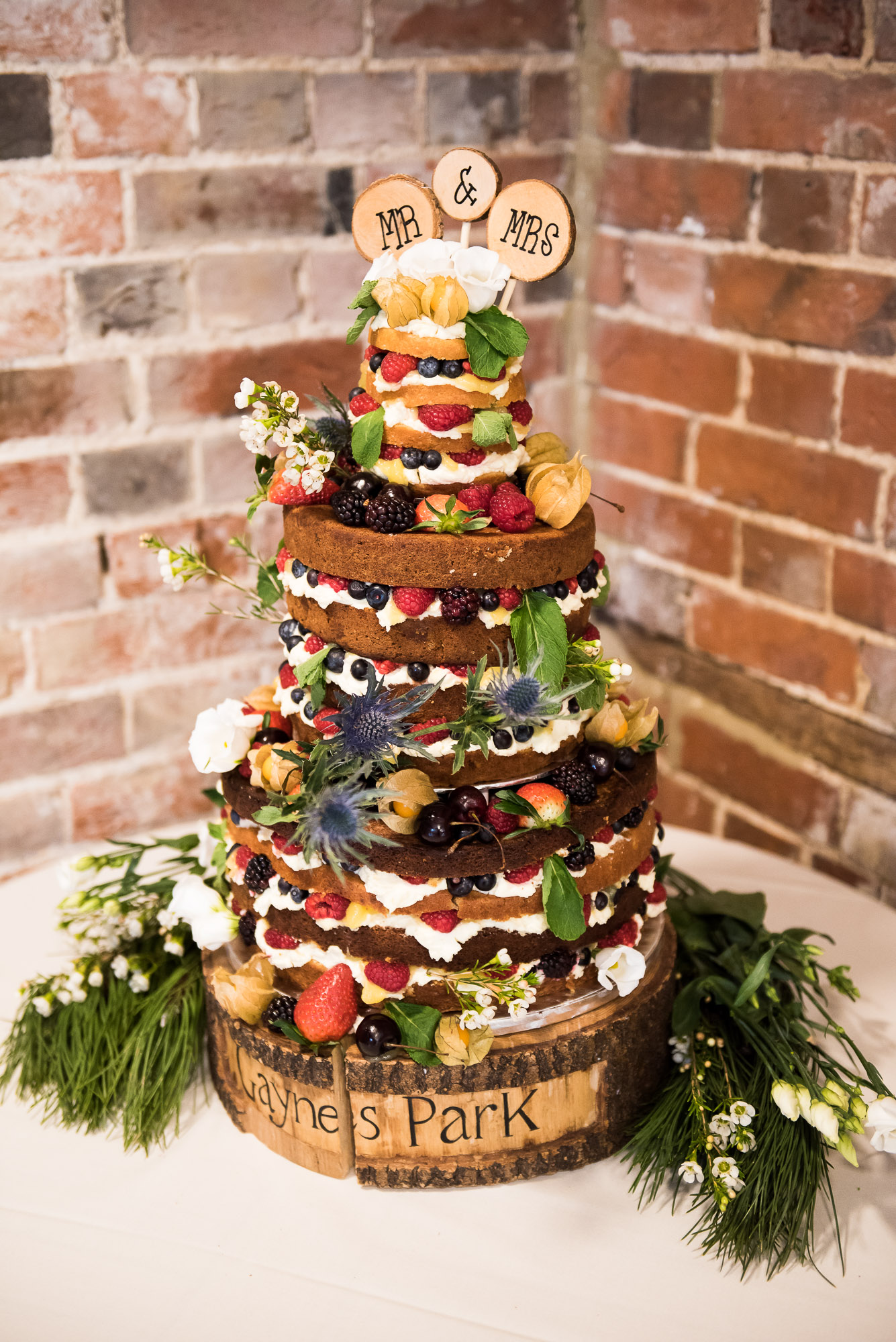 8 Naked wedding cake covered with flowers