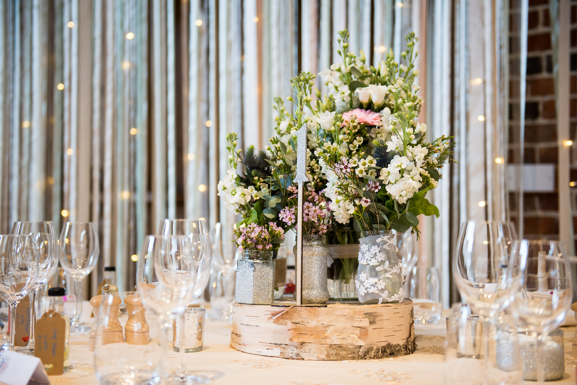 table decoration with rustic tones