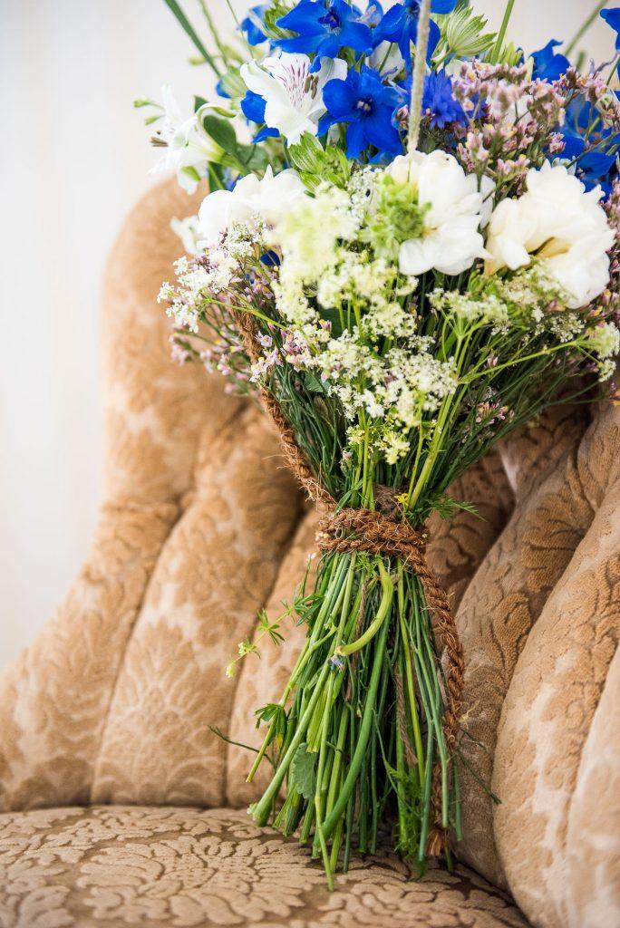 Destination Wedding Photography Sweden - Home made wildflower bridal bouquet