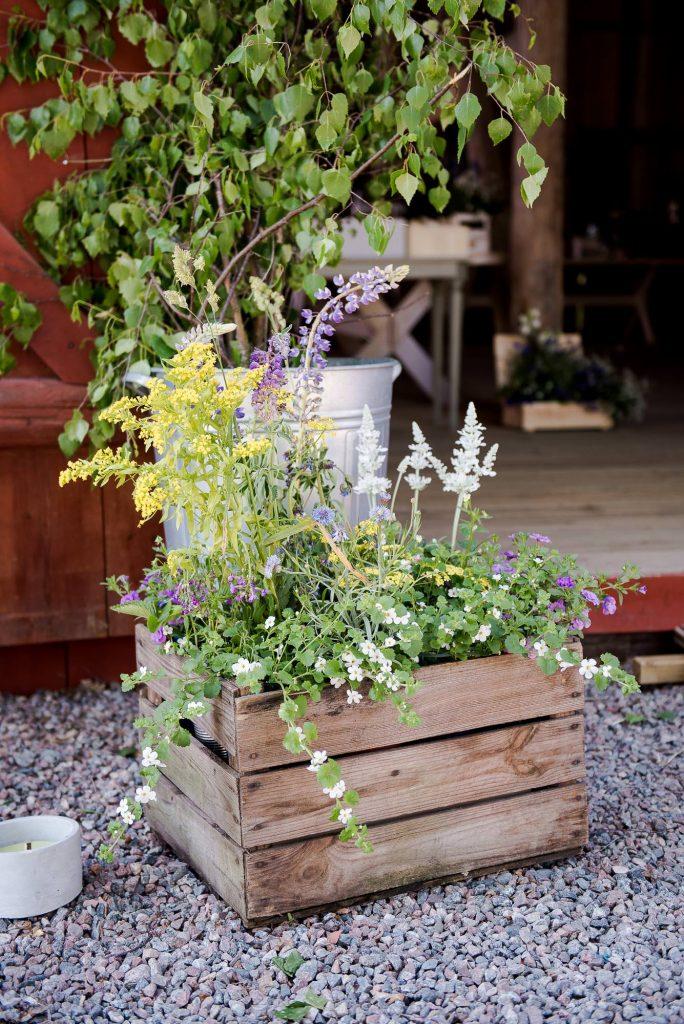 Destination Wedding Photography Sweden - Home made wedding flower arrangements