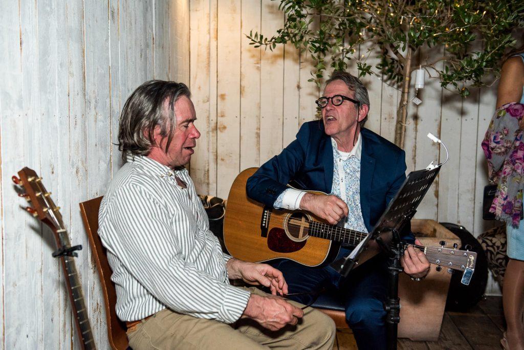 Wedding band sing acoustically