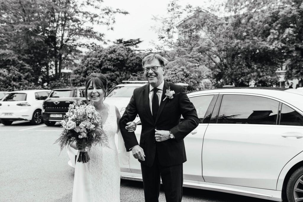 Gorgeous bride and groom arrive at Weybridge registry office