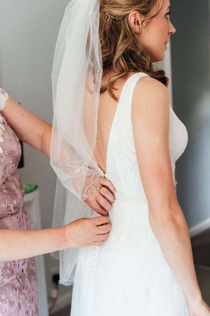 Relaxed Bridal prep photography