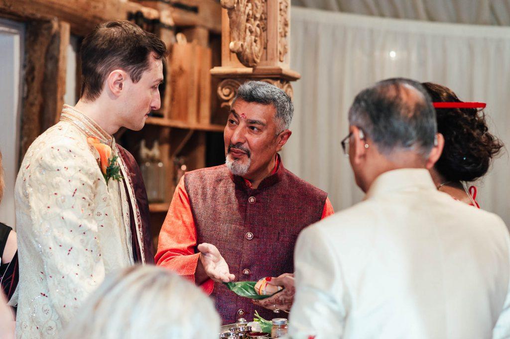 Hindu Mahraj conducts wedding ceremony