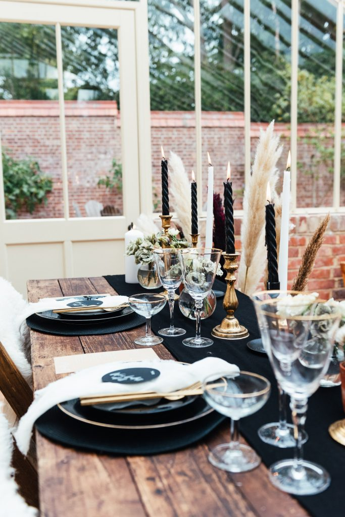 Deep black tones for wedding table scape, planning a small wedding inspiration
